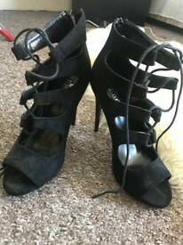 Black heels size 7