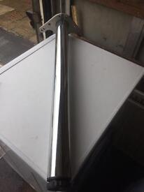 Kitchen worktop leg