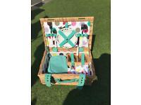 Two-person picnic basket set