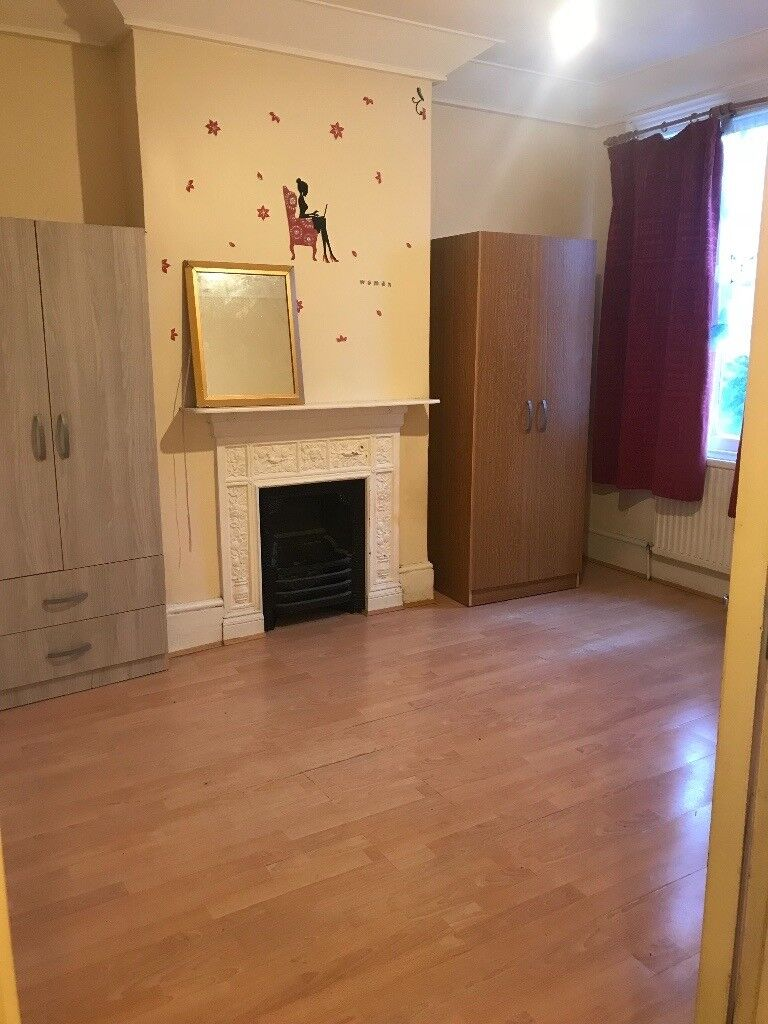 A large single, double & king size room to let in Manor Park including Bills