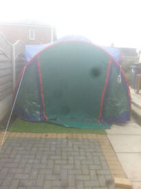 for sale large 4 /6 /peson tent with 2 bedrooms 1 at each end £25