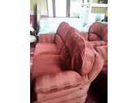3 piece suite. 2 x armchairs and 2/3 seater settee