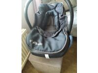 Maxi.cosi baby car seat with isofix excellent cond .pick up only