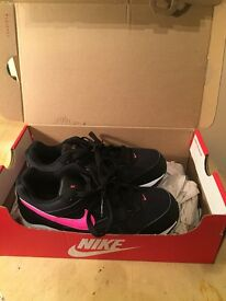 Brand New Nike Air Max kids size 1 pink and black with box