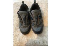 Walking shoes size 5