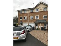 3 BEDROOM HOME-3 BATHROOMS-UN-FURNISHED-AVAILABLE TO VIEW ASAP-PERFECT FOR A FAMILY -£795PCM