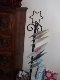 WROUGHT IRON METAL CHRISTMAS CARD STAND HOLDS APPROX 40 CARDS