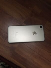 I phone 7 for sale very cheap cracked screen