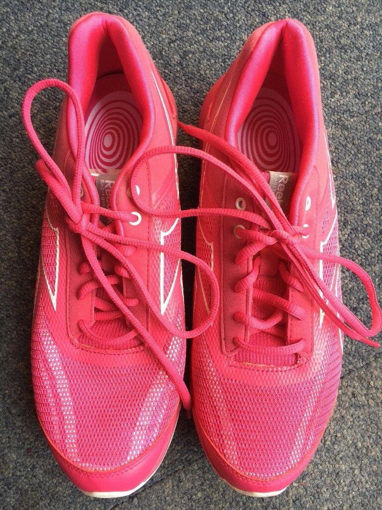 e63d46c29f32 Reebok easytone trainers size 8