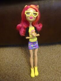 As New Monster High Geek Shriek Monster High Howleen Wolf Doll outfit and Accessories £4 ideal gift