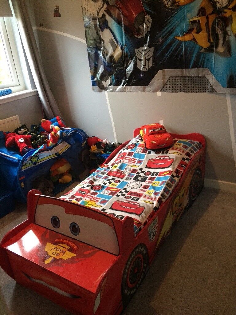 Disney Cars Lightning McQueen Toddler Car Bed With Storage Drawer And Bookshelf Includes Covers