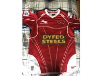Scarlets rugby top
