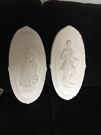 2 wall plaques