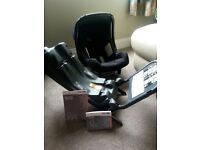 Britax baby safe car seat and isofix. Group 0+. Excellent condition