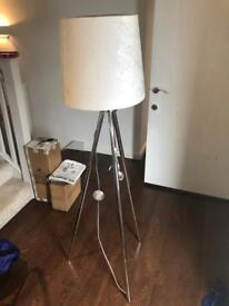Tripod floor light with lampshade