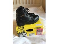 Dunlop Safety Footwear Steel Toe Uni Size 5 - Shoes worn only 4 times