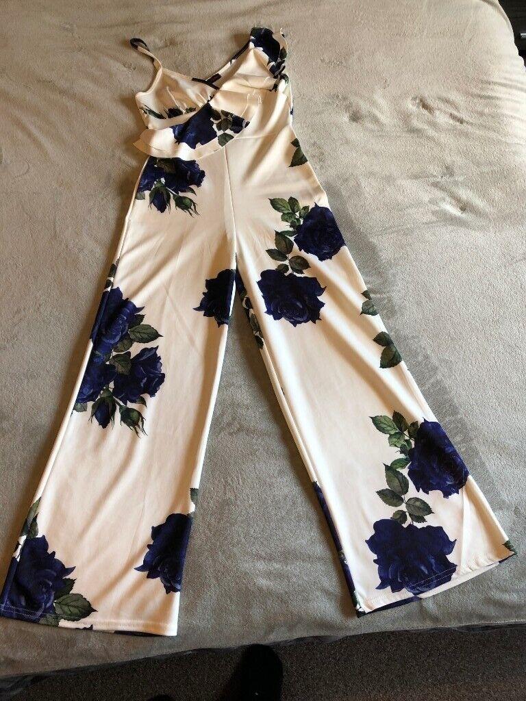 b8c9b07b71 White Rose Patterned Jumpsuit