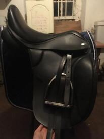 """** REDUCED** 17.5"""" Thorowgood T8 High Whither Dressage Saddle"""