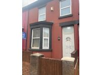 3x Female Rooms Available in Large Property -L9