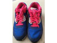 Uk size 5 Nike air trainers