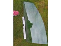 FOR SALE FRONT NEARSIDE WINDOW GLASS FOR VAUXHALL VECTRA SRI 2008