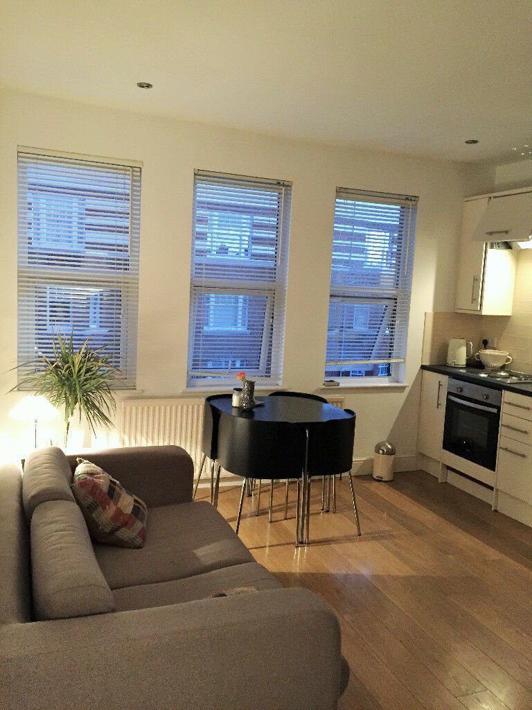 FULLY-FURNISHED ONE-BED FLAT FOR SHORT LET IN THE
