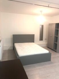 Studio Flat to rent in East Acton. DSS applicants accepted. £1100 pcm. Brand NEW. Including Bills.
