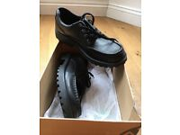 Boys Clarkes Bootleg 6 1/2 F shoes