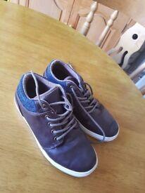 Boys boots... size 1
