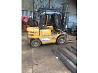 Mitsubishi 25 ....year 2004 diesel two and half tone diesel forklift good working order good tyres