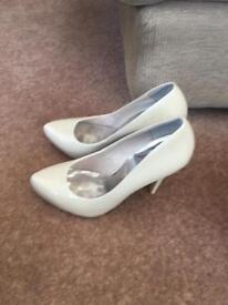 Ladies Faith shoes size 7 - Cream