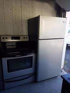 Duo cuisinière et frigidaire de marque frigidaire facile d'entretien très propre auto nettoyant Possibilité de livraison