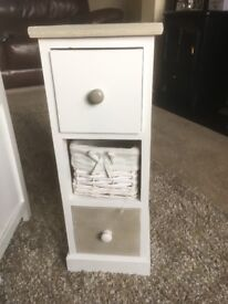 1 small storage/drawer unit