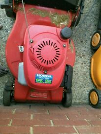 Honda petrol lawn mover self propelled fully service in good working condition.