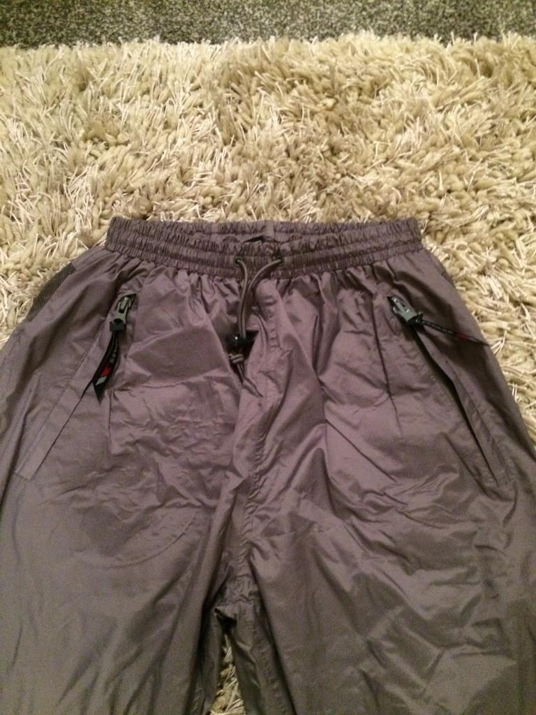 Boys/girls Trespass waterproof trousers age 13/14