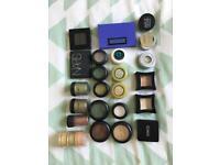 24 Eyeshadows