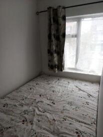 Small room in Dagenham East