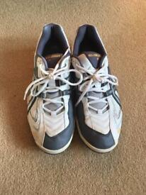 Men's asics white/grey tennis trainers