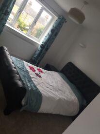 En suite double bed room Cherry Hinton high street WIFI BILLS INCLUDED