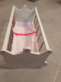 Dolls crib ideal for toddler or babies when just starting to play with dolls