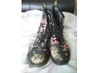Ladies flower boots size 4