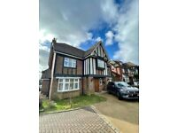 Beautiful 5 bed on private road - Stanmore