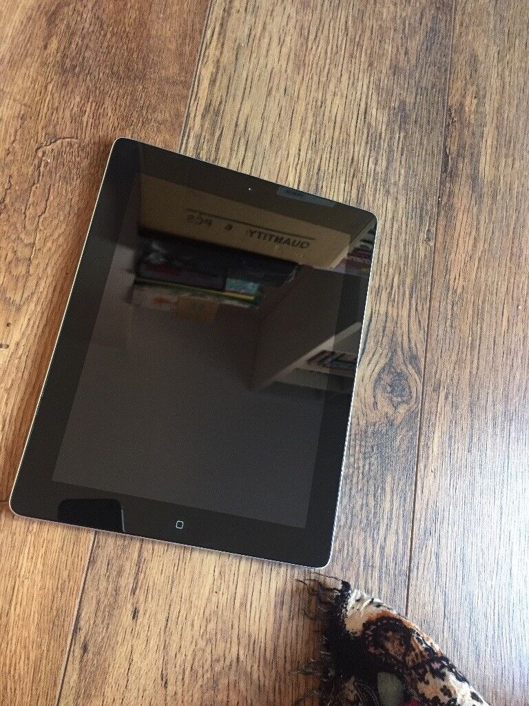 IPAD WITH WIFI AND CELLULAR 16GB WITH CHARGER