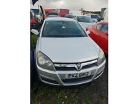 05 VAUXHALL ASTRA CLUB 1.7 CDTI breaking for parts only all parts available postage nationwide