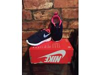 Nike Roshe One UK Kids Size 5.5 New Trainers