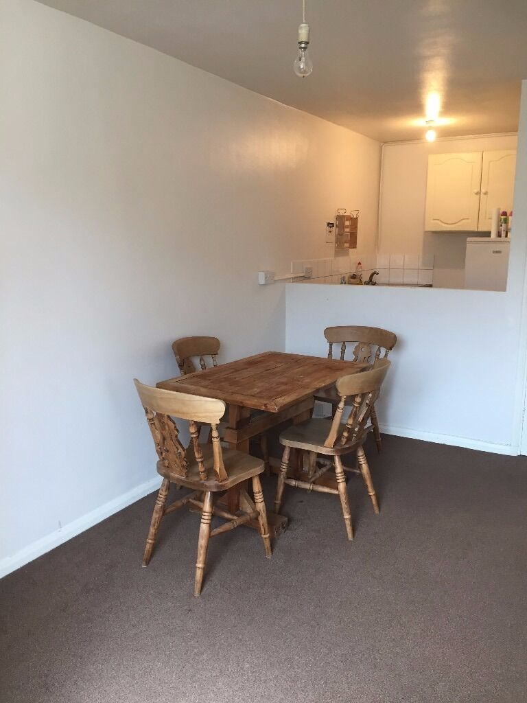 PROPERTY HUNTERS ARE PLEASED TO OFFER A 1 BED FLAT FOR £850 PCM IN WANSTEAD!!