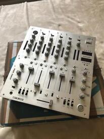 DJ mixer Reloop RMX 40 dsp