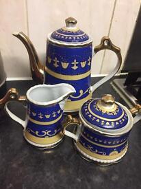 Teapot set £10