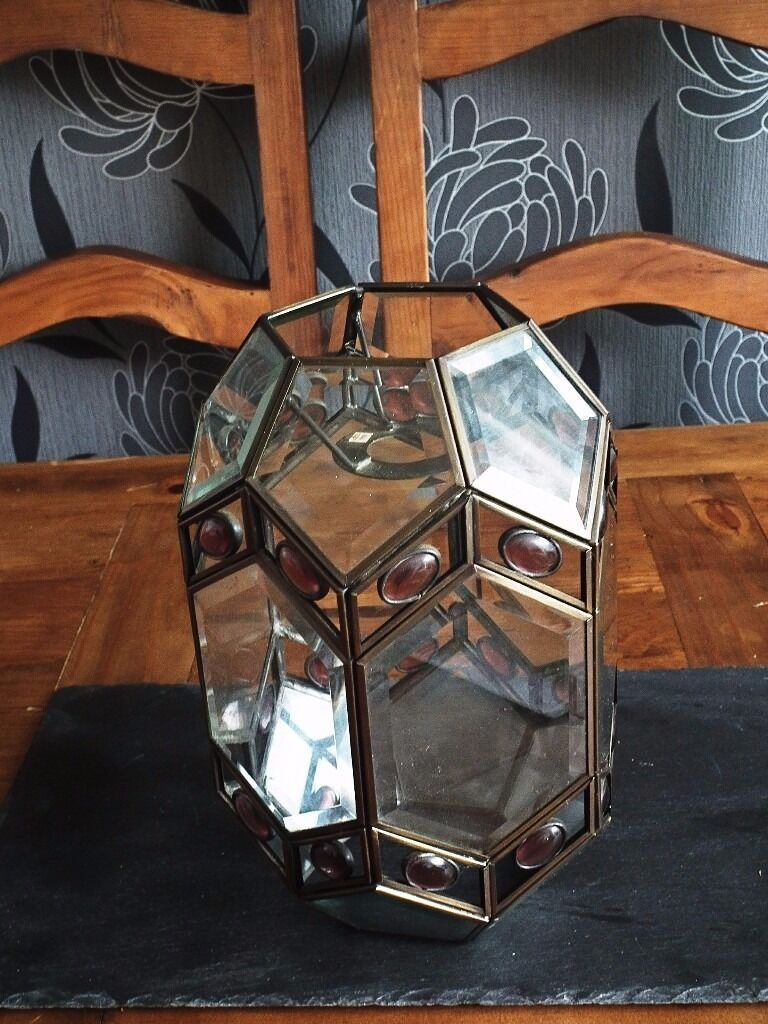 Stunning Glass Ceiling Light No Wiring Required Priced To Sell 750