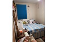 GREAT SINGLE ROOM FOR A QUIET PERSON IN A CLEAN FLATSHARE NEAR LIVERPOOL STREET.NO AGENCY FEES
